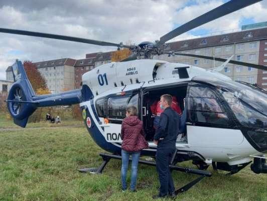 При помощи вертолета 7-летнего мальчика доставили в больницу Львова. Фото