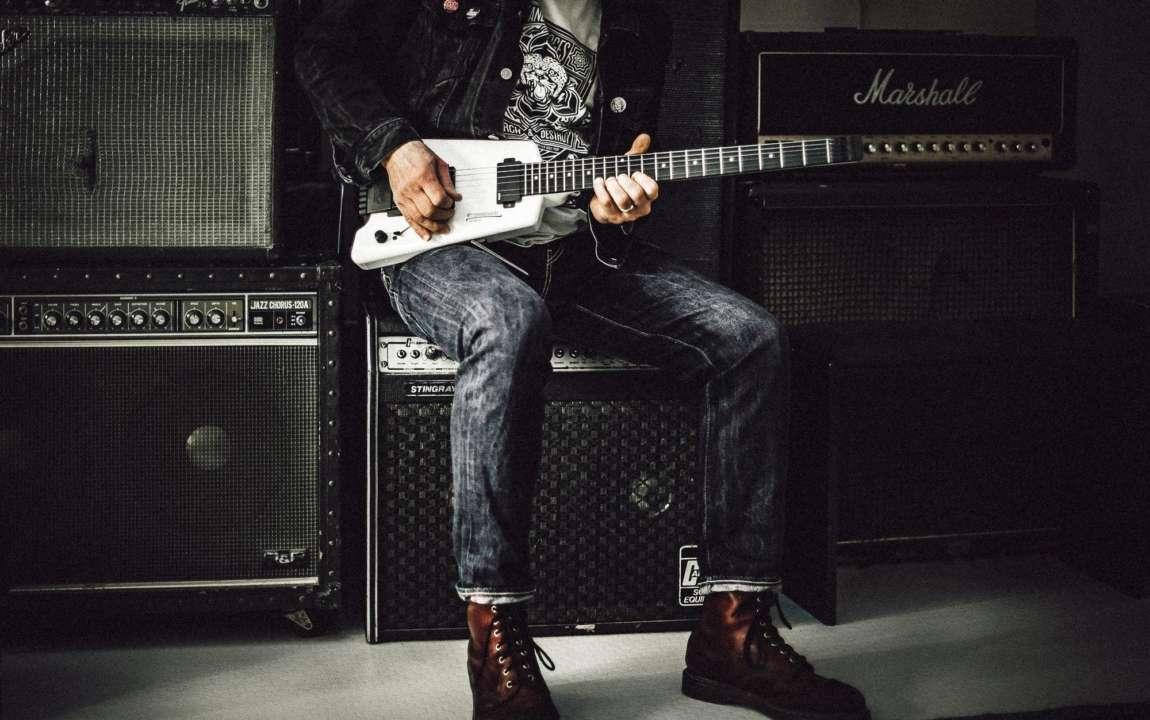 Чоловік з гітарою
