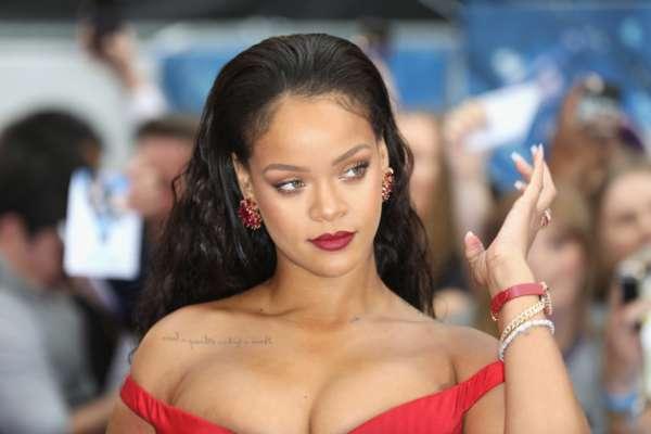 Рианна украсила обложку Vogue