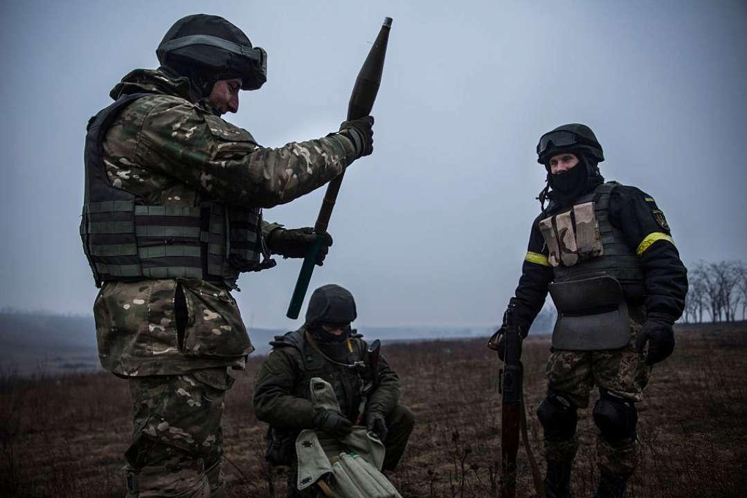 Обстрелы на Донбассе: один украинский защитник ранен