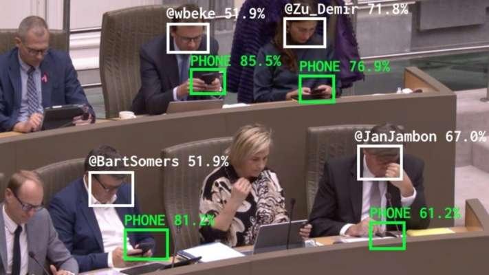 У Бельгії створили штучний інтелект, який публічно присоромлює політиків, що байдикують
