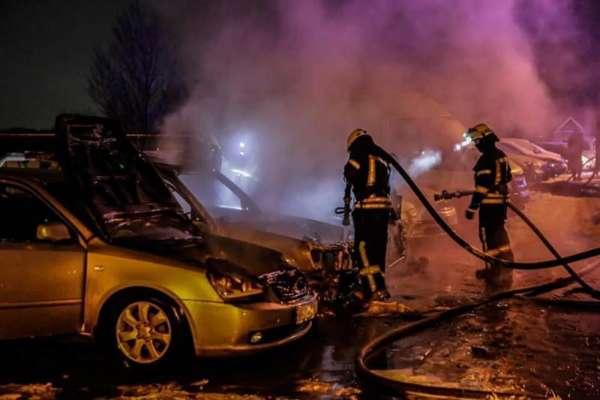 Вночі в Києві горіли 4 автомобілі