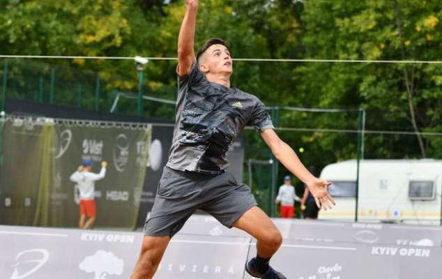 Кравченко проиграл Мартинесу и покинул турнир в Испании