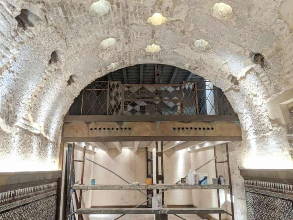 В Севилье в одном из баров обнаружили остатки бани XII века