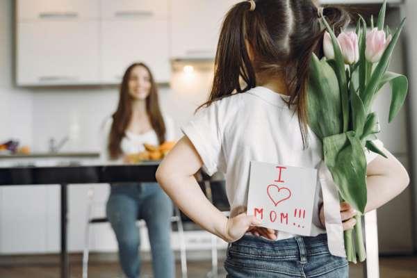Что подарить маме на 8 марта: 5 крутых идей
