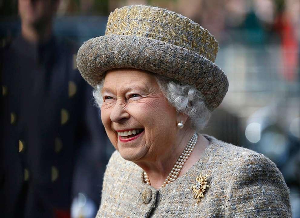 Єлизавета II повернулася до виконання обов'язків