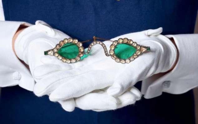 """На аукцион выставили """"магические"""" изумрудные очки XVII века"""