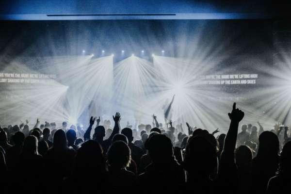Никаких карантинных ограничений: в Британии проведут экспериментальный концерт