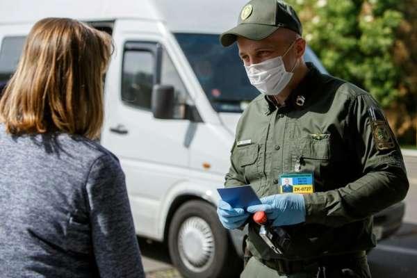В Україну не пускатимуть громадян, які вакцинувались російським препаратом Супутник V