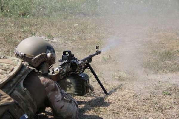 Неспокойные сутки на Донбассе: один украинский военный получил осколочные ранения