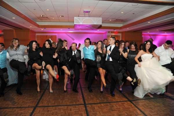 чоловік помер на весіллі під час танцю