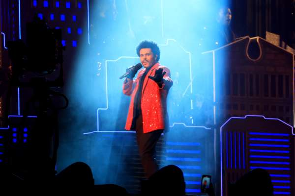 В Канаде в университете введут предмет по изучению певцов The Weeknd и Drake