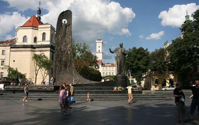 Тарасу Шевченко установлено наибольшее количество памятников в мире