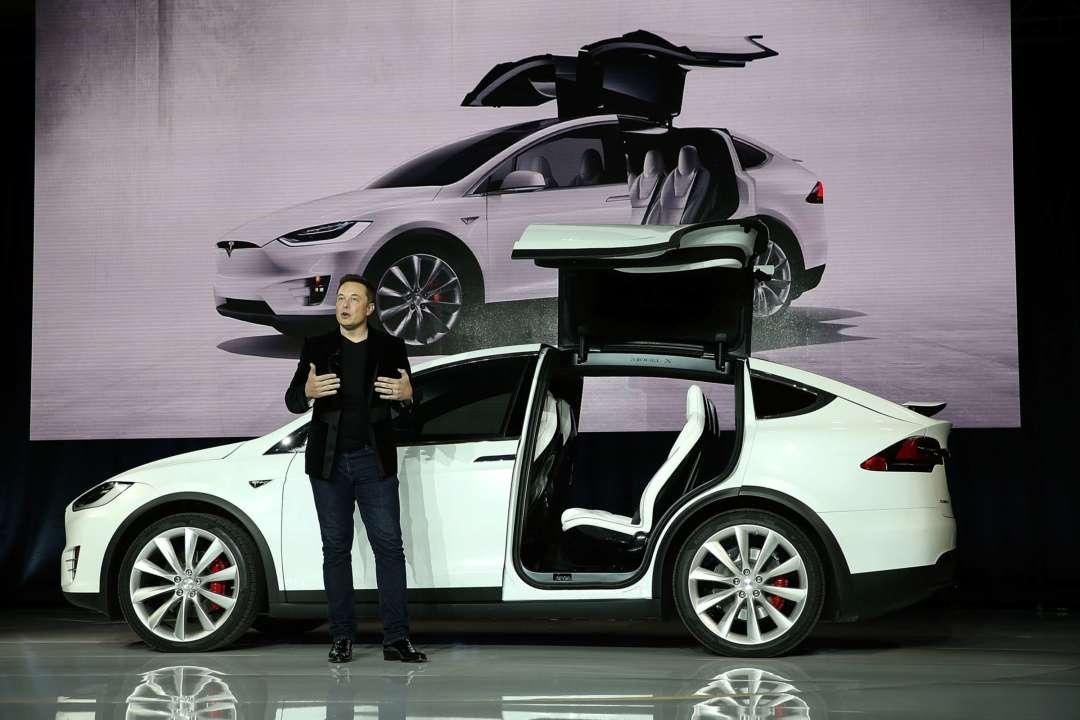 Власники Tesla знайшли дивну команду для голосового помічника