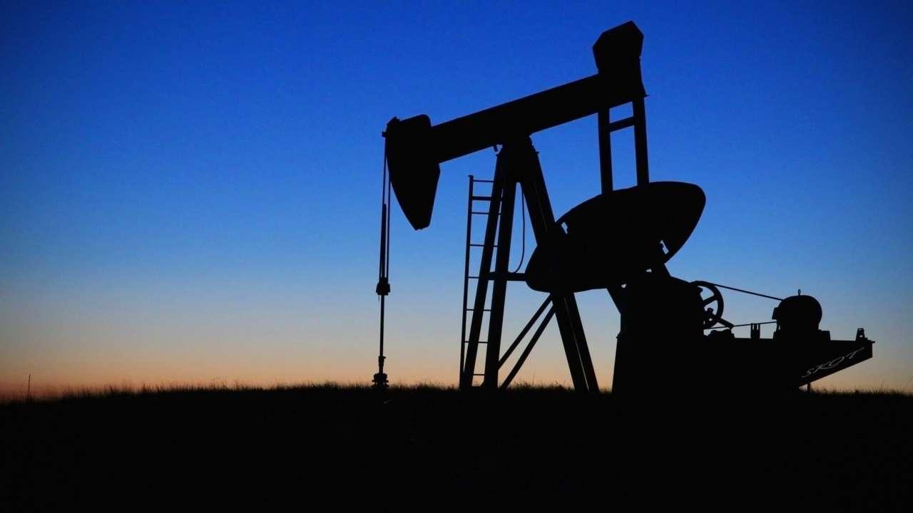 Ціни на нафту перевищили попередній річний максимум й далі зростають