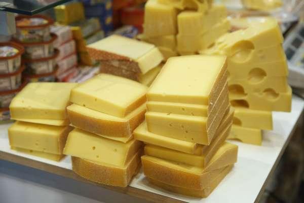 Поліція затримала наркоторговця завдяки шматку сиру