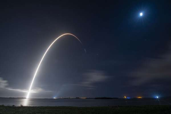 Корабль Cargo Dragon успешно пристыковался к МКС. Видео