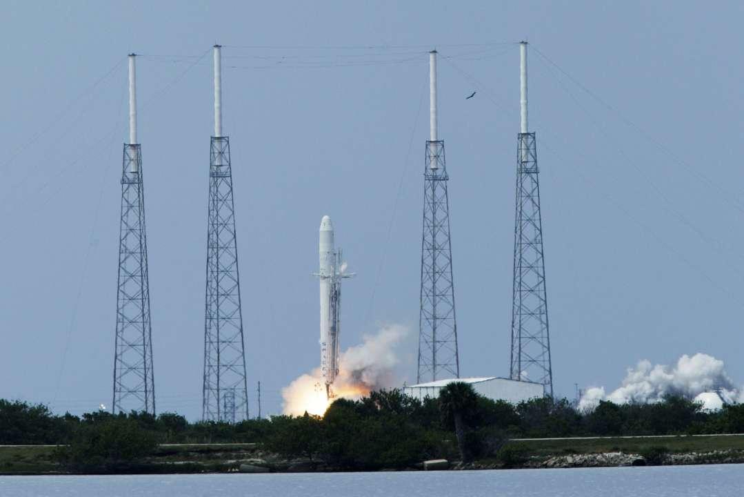 Ракета SpaceX Falcon 9 злітає з майданчика 40 на мисі Канаверал