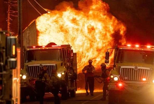 У Каліфорнії вирують масштабні пожежі: десятки тисяч людей залишили власні домівки