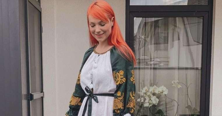 Співачка Світлана Тарабарова показала розкішне плаття-вишиванку