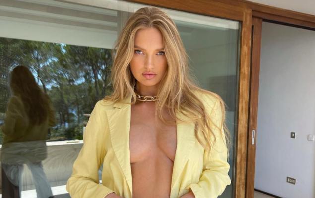 Модель Роми Стрейд похвасталась идеальной фигурой в новом нижнем белье